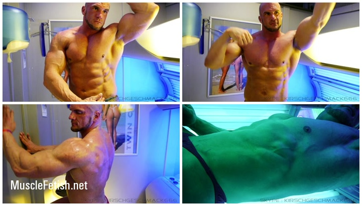 Big German bodybuilder Kirschgeschmack in solarium