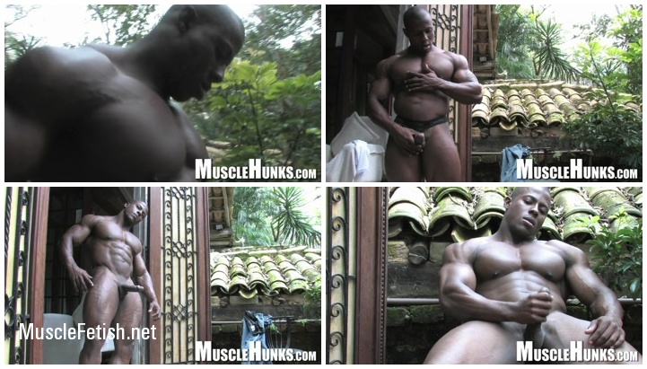 Bodybuilder Orso Orfeo - Bulging Pleasures from MuscleHunks
