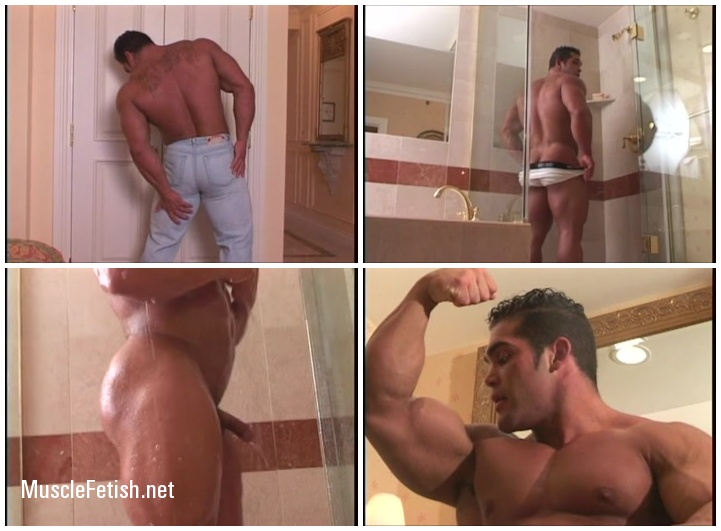 Bodybuilder Ruben Escobar in Itands
