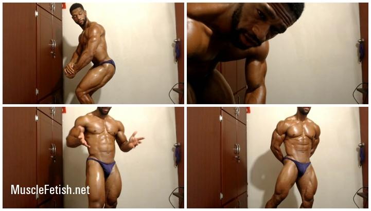 Black Muscle - Hunk Bodybuilder posing in the webcam