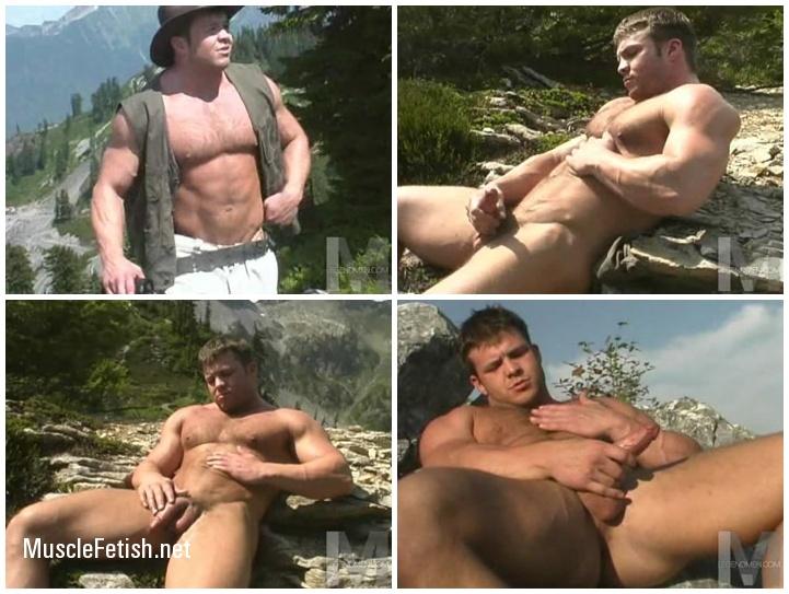 Muscled Dayden Pierce Jerking Off